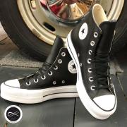 La magnifique plateforme cuir noir revient chez Souliers And Co !! Suivez le lien du site pour commander soulierscompagnie #converse #conversechucktaylor #converseallstar #converseplateforme